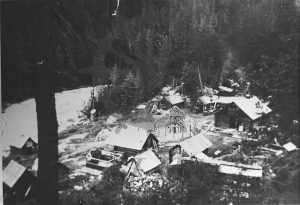 2014 003 1085 Nakusp Hot Springs, building roundhouse