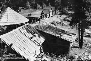 Old Nakusp Hot Springs site, with overnight cabins in back. Circular building: just a place to sit, take pack off, etc. More cabins in front.